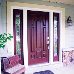 Деревянная дверь темно-коричневая